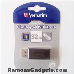 Verbatim USB 32 GB - PinStripe Store n Go (1)